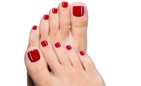 Педикюр с гел лак или SPA терапия за стъпала