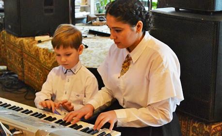 4 или 8 индивидуални урока по китара, барабани, пиано или пеене