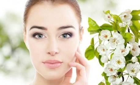 Терапия за лице по избор - колагенова, хиалуронова или против акне, плюс почистване на вежди
