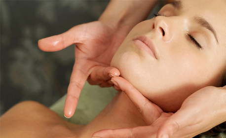 Радиочестотен лифтинг на лице, шия и деколте, плюс масаж на лице
