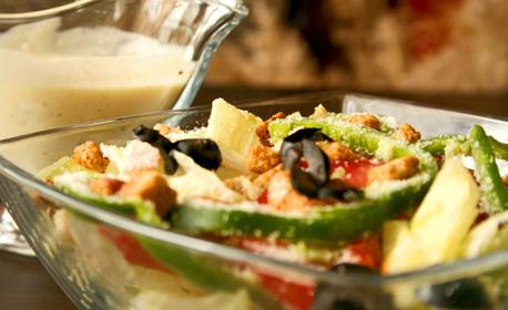 Вкусно хапване за вкъщи! Пица или салата - по избор, или панирани пилешки филенца с картофи и салата