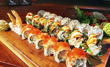 24 хапки суши със скариди, хрупкаво пиле и пушена сьомга, с включена доставка