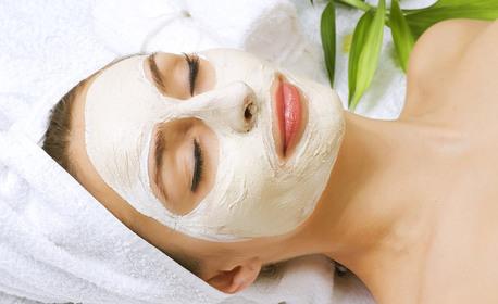 Масаж на лице, шия и деколте, плюс ароматна ванилова маска