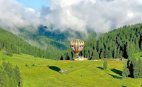 Издигни се във въздуха край София! 30 минути свободен полет с балон - за един, двама или трима, плюс HD заснемане