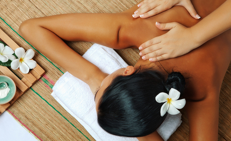 Тайландски масаж на цяло тяло, плюс почистване на лице с ултразвук и подхранваща маска