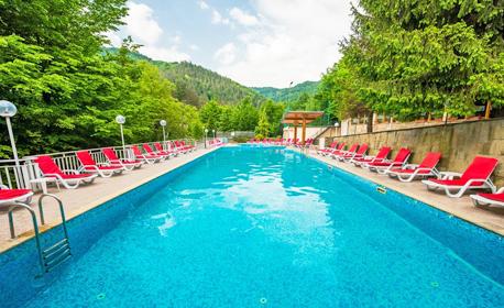 Уикенд в Троянския Балкан! Нощувка със закуска и вечеря, плюс топъл минерален басейн - в с. Чифлик
