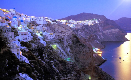 Опознай остров Санторини! 4 нощувки със закуски, плюс транспорт и възможност за вулканичния остров Неа Камени