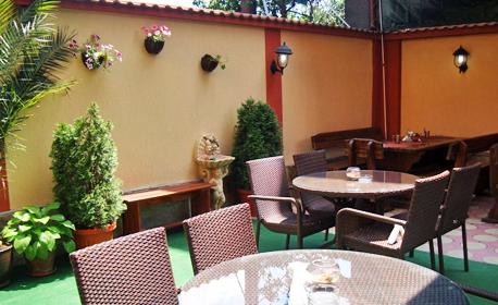 Във Велинград до края на Август! 2 или 3 нощувки със закуски и вечери, плюс басейн и парна баня