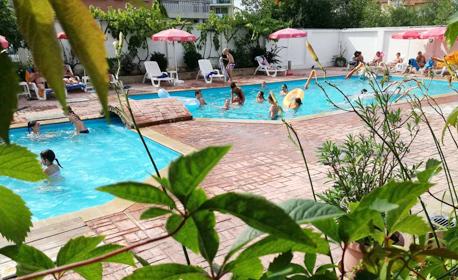 Цяло лято в Приморско! Нощувка с възможност за закуска