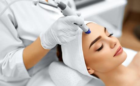 Водно или диамантено микродермабразио на лице, плюс криотерапия