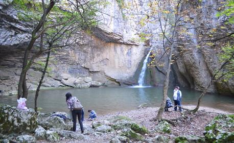 Еднодневна екскурзия до Еменски каньон, Еменски водопад и Хотнишки водопад