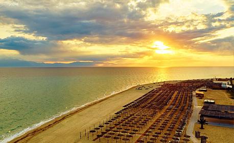На плаж в Гърция! Еднодневна екскурзия до Неа Ираклия и шопинг край Солун