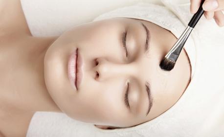 Мануално почистване на лице, плюс водно дермабразио, скулптиращ лифт масаж и ултразвуково въвеждане на серум