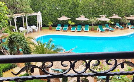 Лято в Слънчев бряг! Нощувка със закуска, плюс басейн, шезлонг и чадър