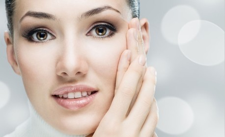 Боядисване и оформяне на вежди, аnti-age масаж на лице, шия и деколте или енергизираща терапия с витамини