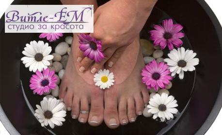 Педикюр с обработка на проблемни нокти, плюс възстановяваща терапия за ходила и освежаваща напитка по избор