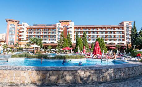 В Слънчев бряг - на 300м от плажа! Нощувка с възможност за закуска или на база All Inclusive, плюс басейн и анимация