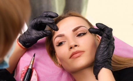 """Микроблейдинг на вежди, перманентен грим по метода """"косъм по косъм"""" или микропигментация на устни със специализиран апарат"""