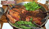 Отпразнувай 8 Декември! Куверт със салата, основно ястие по избор, десерт и напитки