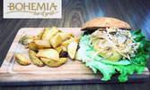 Бургер или клуб сандвич, плюс картофки и прясно изцеден фреш от портокал