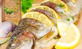 Пържена или печена пъстърва с гарнитура варени картофки
