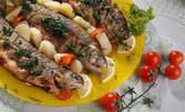 Рибно меню с чаша вино, или месно плато за двама