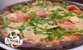 Фамилна пица с блат от черно брашно с фибри, по избор