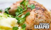 Пилешко или свинско бонфиле със сос от горски гъби и гарнитура по избор