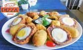 Плато от швейцарски кюфтенца с варено яйце, картофени рьощи, криспи катък от сирена и сос