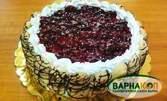 Торта по избор - шоколадова с орехи и стафиди или бишкотена с вишни
