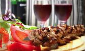 """""""Ятаганът на Пашата"""" с печено свинско и пилешко месо, наденица, бекон и гъби, плюс чесново хлебче"""