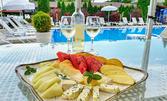 1кг плато с микс от плодове и сирена, плюс бутилка бяло вино - в Белащица