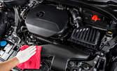 Безводно почистване на двигателен отсек на автомобил с професионални продукти