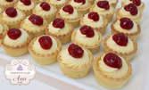 30 кошнички с ванилов крем и конфи от малини