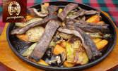 Салата и основно ястие по избор, плюс крем карамел