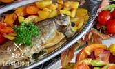 Зеленчуков сач за двама, или риба на скара с гарнитура и салата по избор