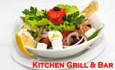 Гръцка салата и ароматни свински каренца