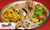 Средиземноморски пържоли XXL на барбекю от свински котлети, плюс пържени картофки и зелена салата