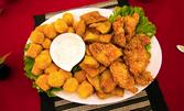 1кг хрупкаво плато! Пилешки хапки със сусам, сирене пане и тиквички по гръцки