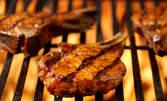 Крехка свинска или пилешка пържола в марина на скара, плюс гарнитура пържени картофки