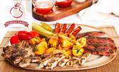 Хапване за цялата компания! 2.6кг плато с вкусно месце на скара, пържени картофки и сосче