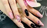 Укрепване или поддръжка на естествени нокти с UV гел или ноктопластика, плюс гел лак и 2 декорации