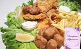 Бирено плато! Пилешки филенца, пилешки пръчици, хрупкави сиренца, кашкавалчета, пържени картофи и чеснов сос