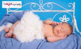 Детска или бебешка фотосесия с 10 обработени кадъра в студио с декор или на открито