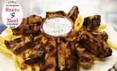 1.5кг плато! Свински ребърца и пилешки крилца на скара, плюс пържени картофки и млечен сос
