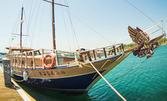С яхта край Несебър