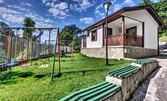 Късно лято във Варна! Нощувка за двама, плюс външен басейн и паркинг