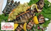 1кг плато асорти с морски рибки на скара, варени картофки и зелена салата