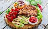 1810гр апетитно плато! Пържени пилешки крилца и пикантни бутчета на скара, свински врат, ноазети и чеснов сос