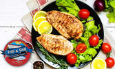 Гръцка салата и пилешко филе на барбекю, или Салата Цезар с пиле и Шницел по виенски